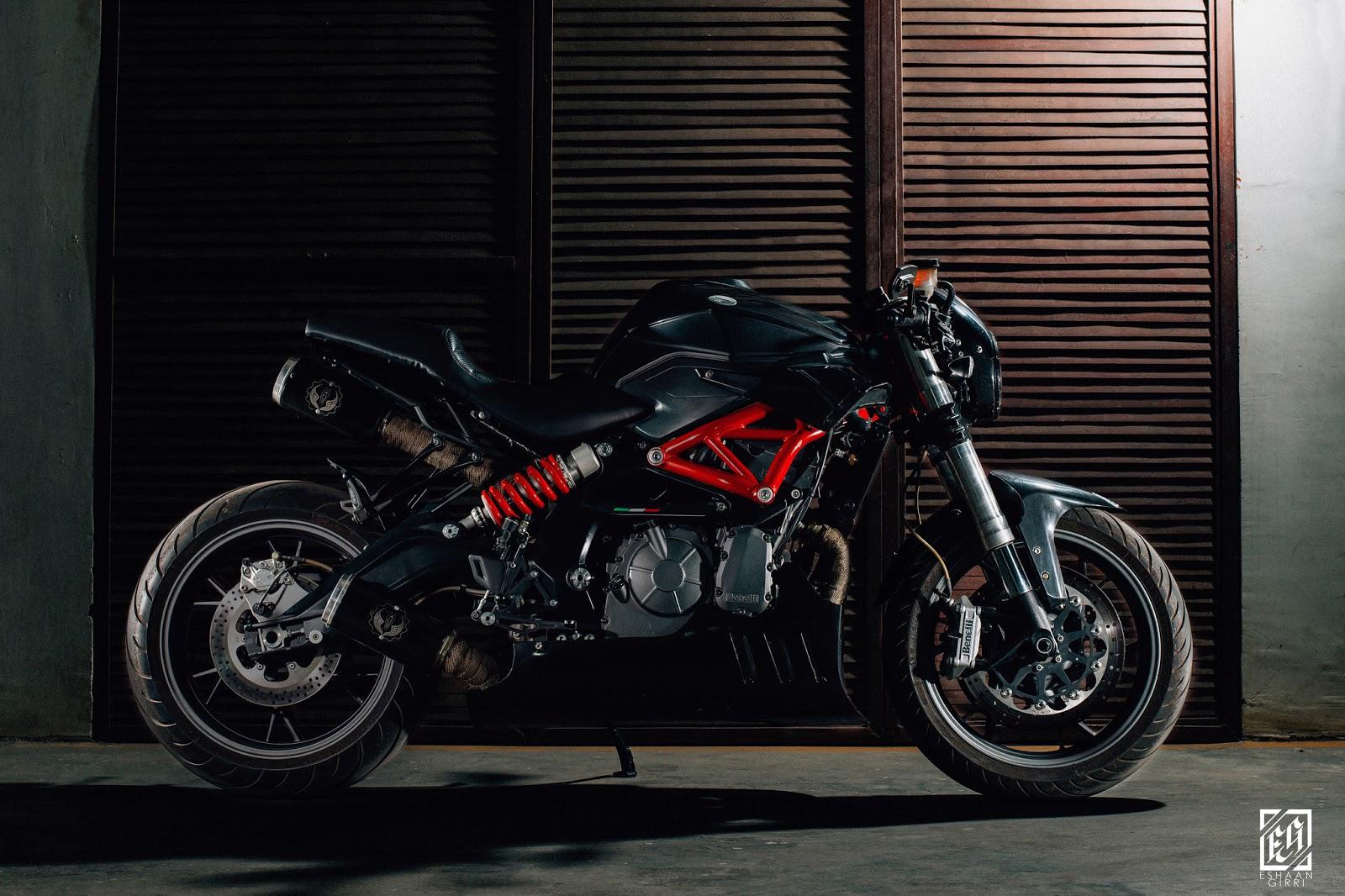 Benelli Alluminium Body | White Collar Bike - RocketGarage