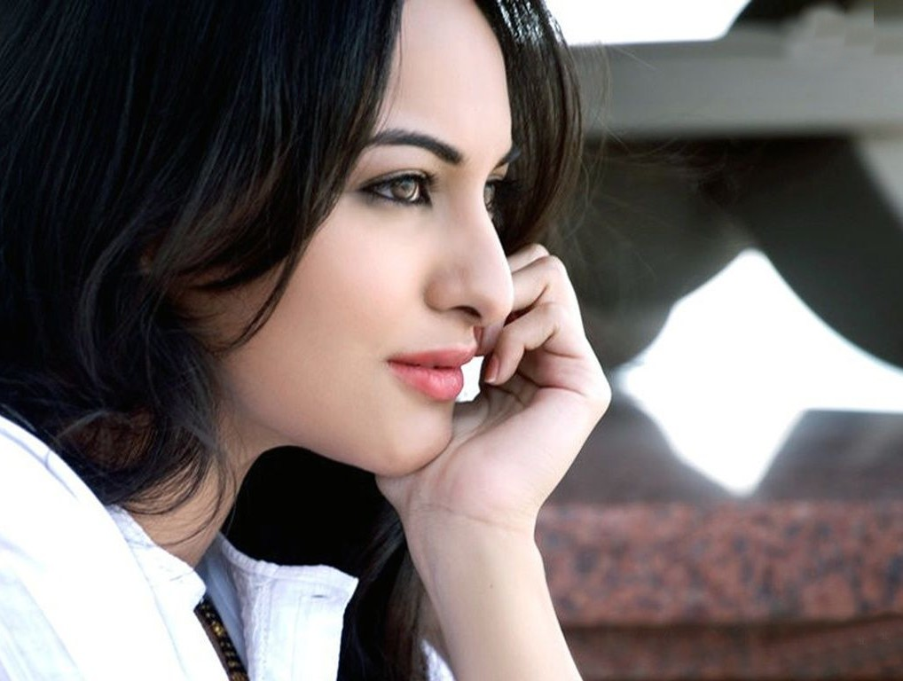 Sonakshi Sinha Hd Wallpapers: HD Wallpaper Of Sonakshi