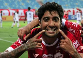 Vila Nova prorroga contrato do atacante Maurinho e aumenta seu salário