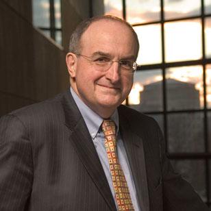 Visita del Presidente de Indiana University como parte de las Chancellor's Lectures
