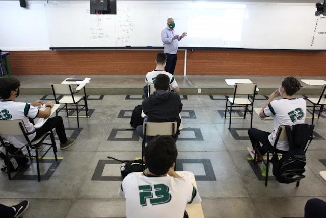 Ceará libera aulas com 100% da capacidade e terá futebol com público no Castelão