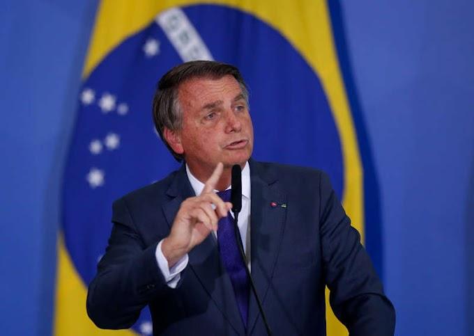 Bolsonaro diz que Barroso não convence ninguém sobre urna eletrônica horas após nota de recuo