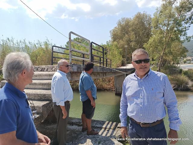 Αυτοψία Καππάτου και Διοικητή της ΜΟΜΚΑ, στη πεζογέφυρα Σάμης – Καραβομύλου.