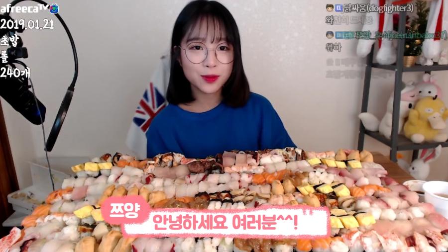 초밥 240개 먹방 성공한 쯔양.jpg