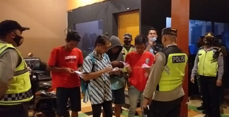 Tujuh Orang Ditemukan Melanggar Dalam Operasi Yustisi Malam Hari di Padamara