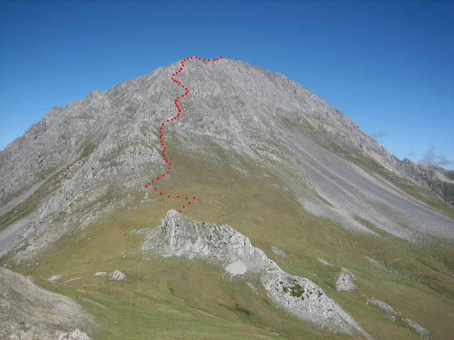 Rutas Montaña Asturias: Bajando de Peña Ubiña Pequeña vista de la subida normal a Peña Ubiña