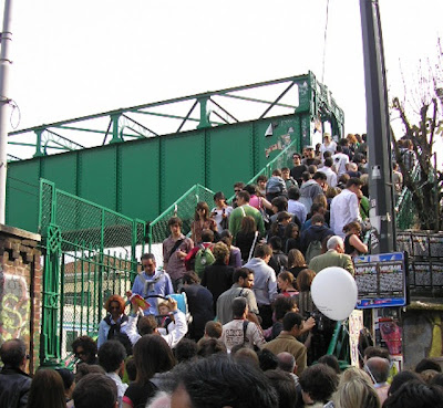Crowded stairs at Porta Genova during the FuoriSalone (2009)