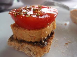 pincho de paté de sardinas y tomate