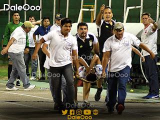 Mario Cuéllar es sacado en camilla luego de sufrir una lesión en el partido entre Oriente Petrolero y Guabirá - DaleOoo