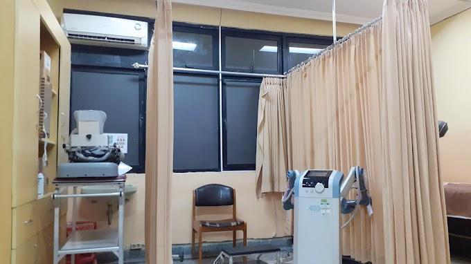 Berada Di Ruang Fisioterapi