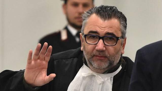 Procuratore di Reggio Emilia trasferito d'ufficio. Accusato da quattro pm di aver mentito sul suo rapporto con Luca Palamara