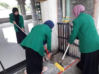 Sadar Akan Peran Kebersihan Di Masa Pandemi, Mahasiswa KKN Unimal K258 Melakukan Kegiatan Gotong Royong Bersama Masyarakat Desa Cot Seutui