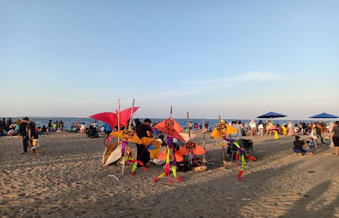 Keseruan Menjelajahi Pantai Tanjung Pasir Saat Weekend