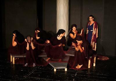 """Το Politheatro παρουσιάζει το έργο """"Κλυταιμνήστρα"""" σήμερα και αύριο στην Ηγουμενίτσα"""
