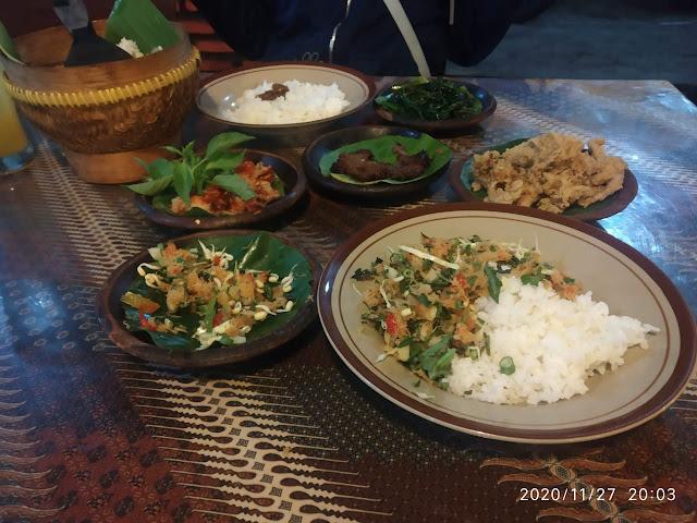 Cowek Ireng, warung aneka sambal favoritku dan keluarga