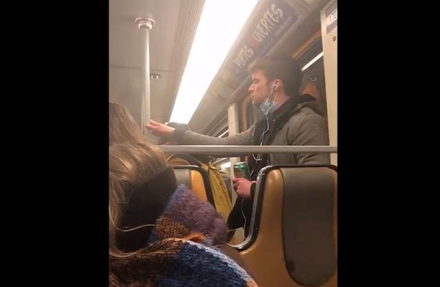 Homem é detido após passa a própria saliva no metrô da Bélgica