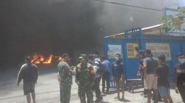 Gedung PT WIN, Perusahaan Spare Part Motor di Jalan Lamongan Terbakar