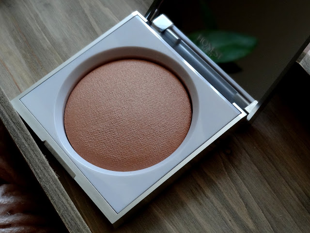 Honest Beauty Luminizing Powder in Dawn Reflection