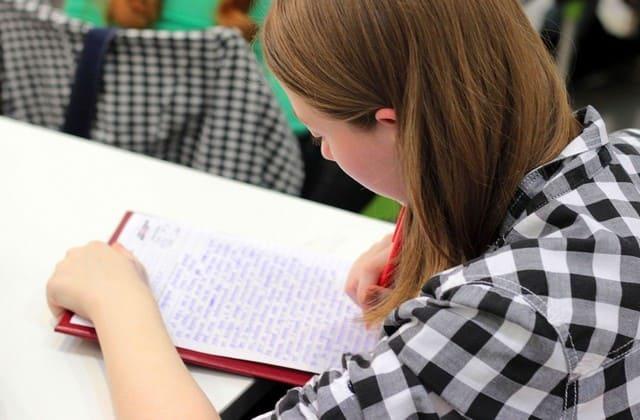 Asah kemampuan dengan sering mengerjakan soal latihan test TOEFL