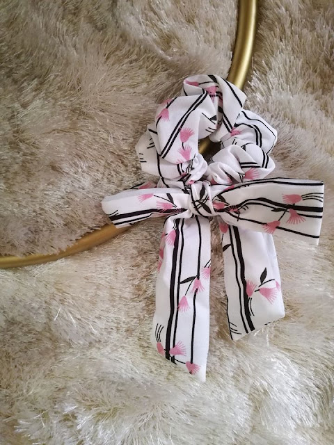 elástico de cabelo com laço scrunchie bow