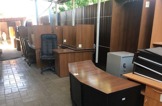 стулья и мебель
