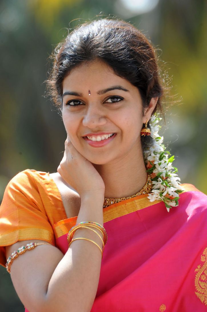 Telugu Cinema Wallpapers Color Swathi Hot Photos In Saree