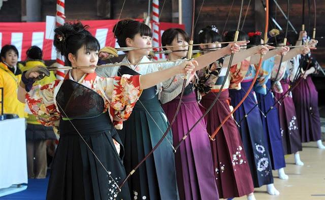 Toh-shiya (Archery Contest) at Sanjusangen-do Temple, Kyoto
