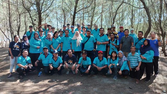 Foto bersama peserta Dolan Bareng Perangkat Desa Caturharjo