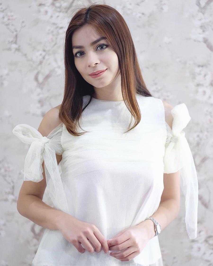 Presenter Olahraga seksi dan manis Sandra Olga