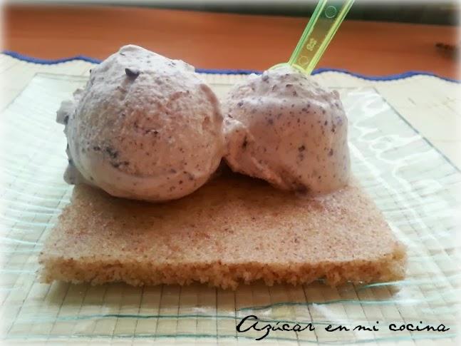 http://azucarenmicocina.blogspot.com.es/2013/09/helado-de-stracciatella-sobre-sabanitas.html