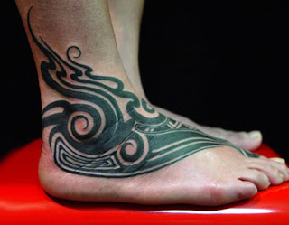 tato tribal keren di kaki