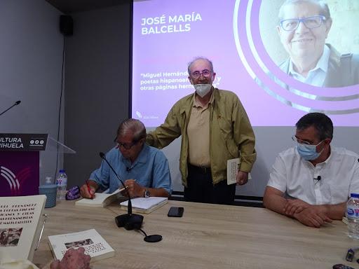 José María Balcells firma libros en Orihuela