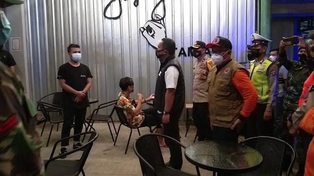 Polres Bartim Bersama Personil TNI dan BPBD Lakukan Ops Yustisi, Tindak Tegas Pemilik Usaha yang Melanggar Protkes