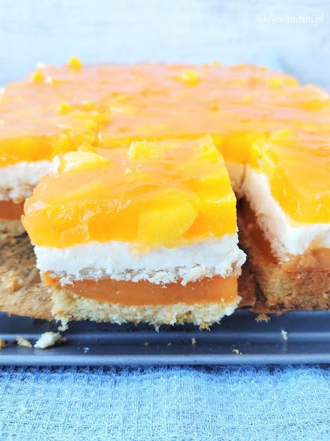 Ciasto Aurora z brzoskwiniami z puszki i budyniem przepis