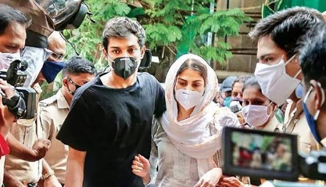 Sushant Singh Rajput's Case: Rhea Chakraborty and Showik's brother are seen at the NCB office