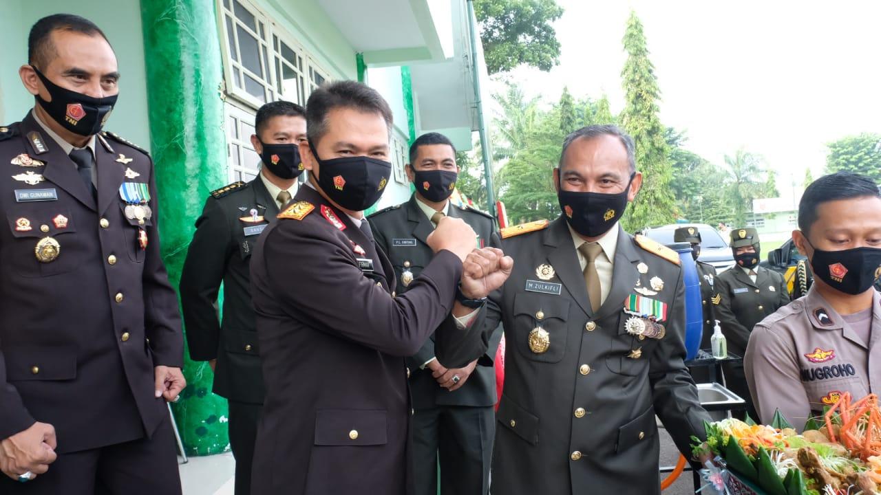 HUT TNI ke 75, Kapolda Jambi Berik Kejutan untuk Korem 042/Gapu