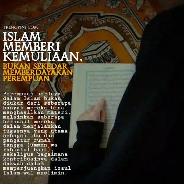 Perempuan berdaya dalam Islam bukan diukur dari seberapa banyak mereka bisa menghasilkan materi, melainkan seberapa berhasil mereka dalam menjalankan tugasnya yang utama sebagai ibu dan pengatur rumah tangga (ummun wa rabbatul bait), sekaligus bagaimana kontribusinya dalam dakwah dalam memperjuangkan izzul Islam wal muslimin.