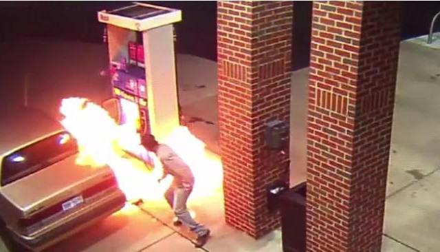 Hombre incendia una gasolinera por matar una araña con fuego