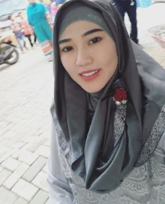 650229 via hijab Foto Via Vallen Terlihat Makin Anggun Saat Berhijab, Awas Naksir!