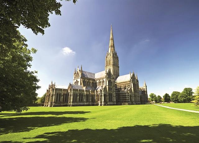 Salisbury Cathedral - www.Visit-Stonehenge.com