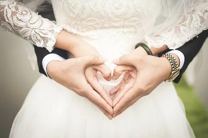 28 Kemesraan Suami Istri Ala Rasulullah yang Wajib Kita Ketahui