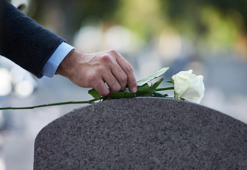 Nenhum Homem Morre Para si – Sermão Para Culto Fúnebre