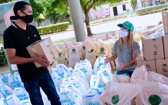 PIOJÓ - Gobernadora lideró maratón de entrega de kits de siembra en tres municipios