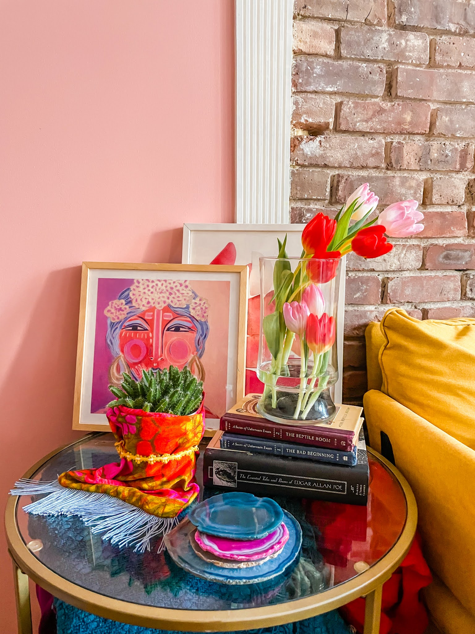 Tulips // Flower Arrangement Ideas // Tulip Arrangement Ideas // Simple Tulip Arrangements // Tulips Bouquets // Flower Arranging // Flowers Decor // Flower Styling // Pink and Yellow Decor // End Table Styling // Colorful decor ideas // side table styling // side table styling inspiration