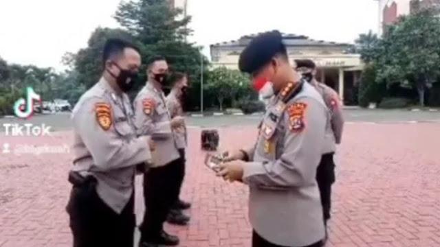 Viral Polisi Periksa Dompet Anggotanya Berhadiah Uang, Ini Syaratnya!