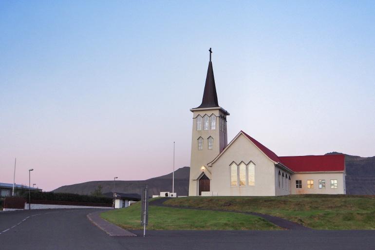 Eglise dans la ville de Grundarfjörður en Islande