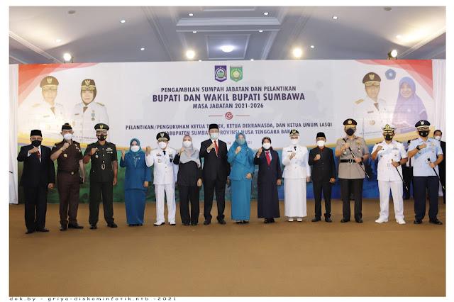 Gubernur NTB foto bersama Dengan Bupati dan wakil bupati Sumbawa