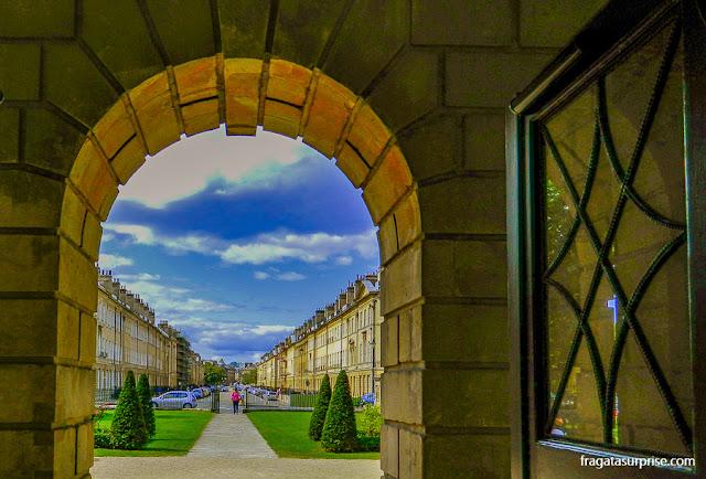 A Great Pulteney Street, em Bath, vista do Museu Holburne