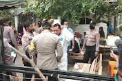 Kapolres Pidie Jaya Ikut Memandikan, Pengkafanan dan Pemakaman Jenazah Korban Lakalantas yang Reaktif Covid-19