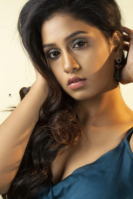 Film Actress Dakkshi Guttikonda Hot Stills Navel Queens
